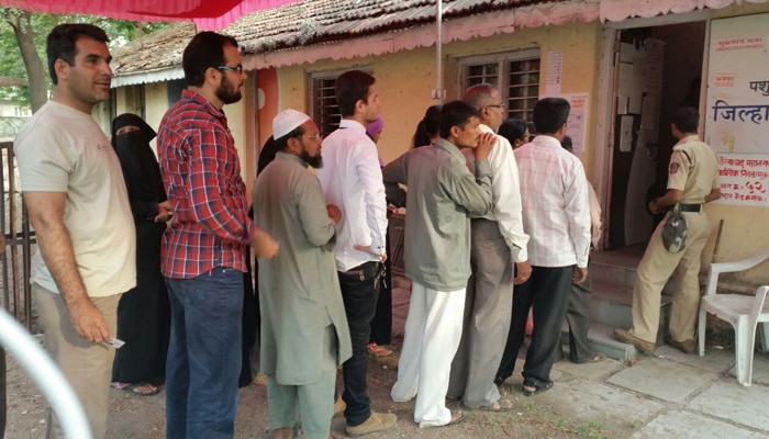 रणसंग्राम : ७० बोगस मतदारांना शिवसैनिकांनी दिलं पकडून