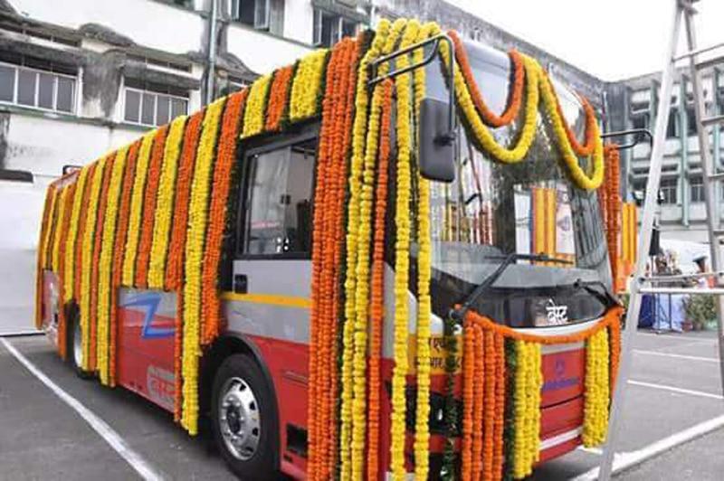 मुंबईकरांच्या सेवेत इलेक्ट्रीक बस,  झाले  लोकार्पण