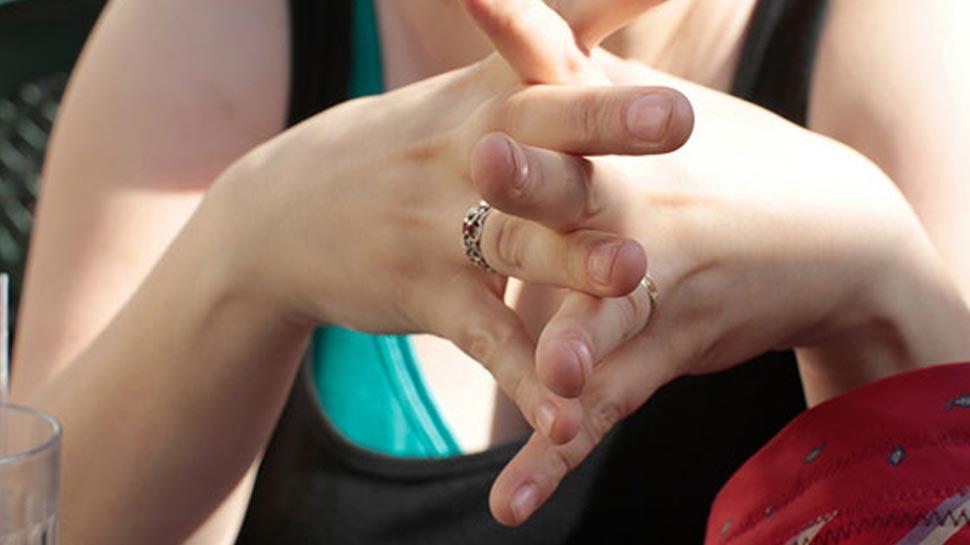 शरीराच्या 'या' भागांना सतत हात लावणं टाळाच !