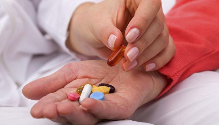 मासिकपाळीच्या दिवसातील वेदना कमी करण्यासाठी पेनकिलर्स घेणं सुरक्षित आहे का?