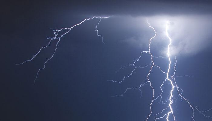 लातूरमध्ये वीज पडून शेतकऱ्याचा मृत्यू