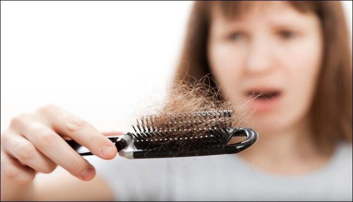 या उपायांनी १ महिन्यांत केस गळणे होईल कमी