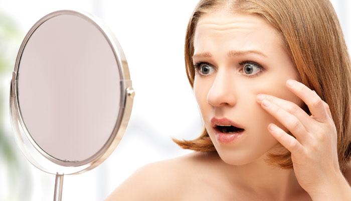 चेहर्यावरील खड्ड्यांचा त्रास छुमंतर करतील हे '4' घरगुती उपाय