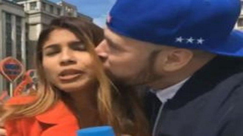 VIDEO : फीफा वर्ल्ड कपमध्ये फॅनची महिला पत्रकाराला लाइव्ह शोमध्ये KISS