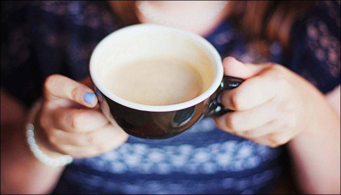 रिकाम्यापोटी सकाळी चहा प्याल तर ...