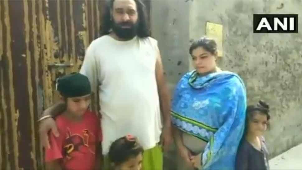 व्हिडिओ : पाकिस्तानातील पहिल्या शीख पोलिसाला कुटुंबासहीत घराबाहेर काढलं