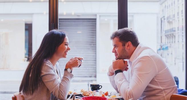 रोमॅन्टिक नात्याला सुरूवात करण्यापूर्वी विचारा हे '10' प्रश्न
