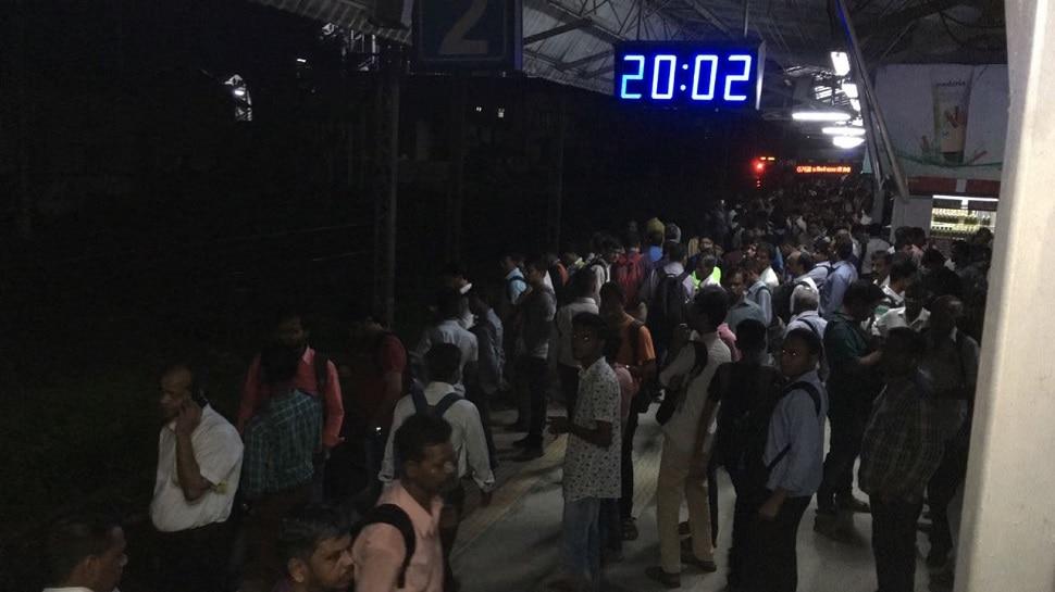 मध्य रेल्वेची वाहतूक उशिरानं, स्थानकांवर प्रवाशांची प्रचंड गर्दी