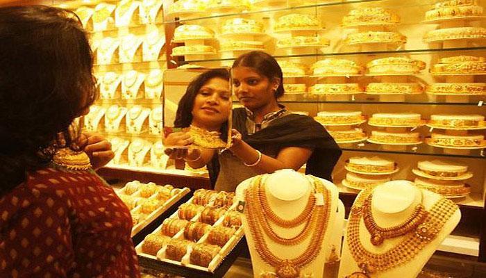 दिवाळीच्या दिवसात सोनं खरेदी करताना ही काळजी घ्या