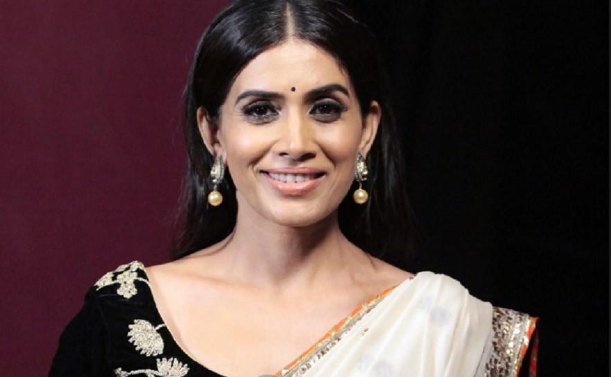 अभिनेत्री सोनाली कुलकर्णीचा मेट्रोने प्रवास
