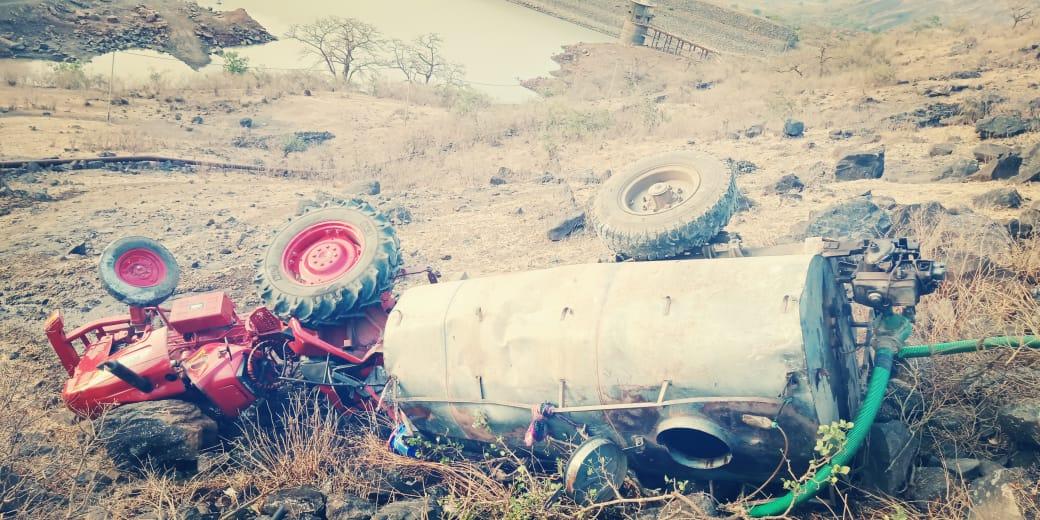 पाण्याचा टँकर दरीत कोसळून चालक जखमी, सप्तश्रुंग गडावरील घटना