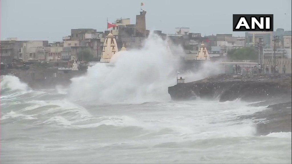 Vayu cyclone live update: गुजरातमध्ये २ दिवस शाळा राहणार बंद