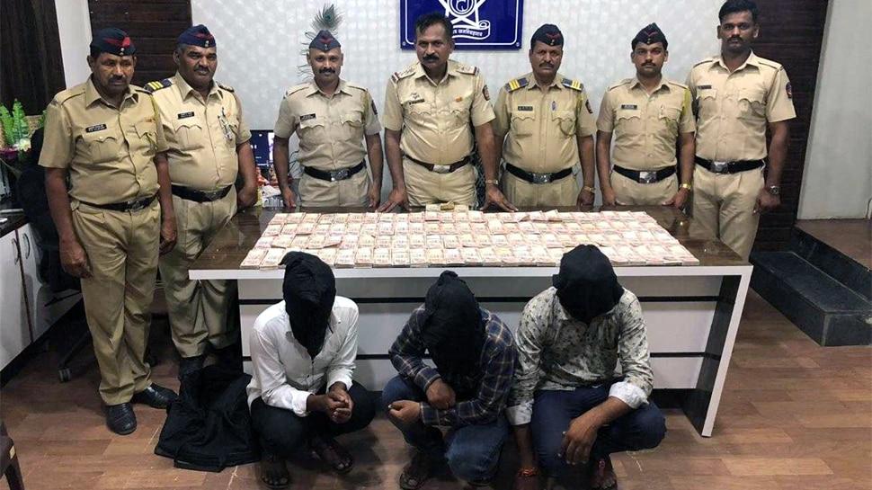 १.२६ कोटी रुपयांच्या जुन्या नोटा जप्त, पोलीस अधिकाऱ्याच्या मुलाचा हात