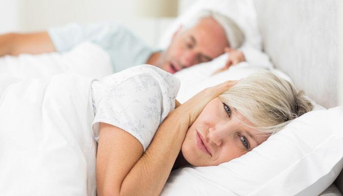 सावध! झोपेत घोरत आहात, तर हे जरुर वाचा