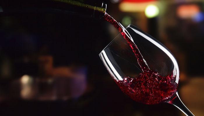 विषारी नागापासून तयार होणारी वाईन