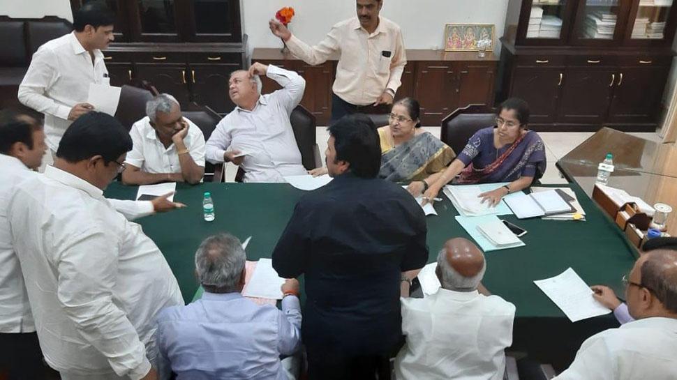 कर्नाटक सत्ता संघर्ष : बंडखोर आमदार अध्यक्षांसमोर हजर व्हा, अध्यक्ष राजीनाम्यावर आज निर्णय घ्या - सर्वोच्च न्यायालय