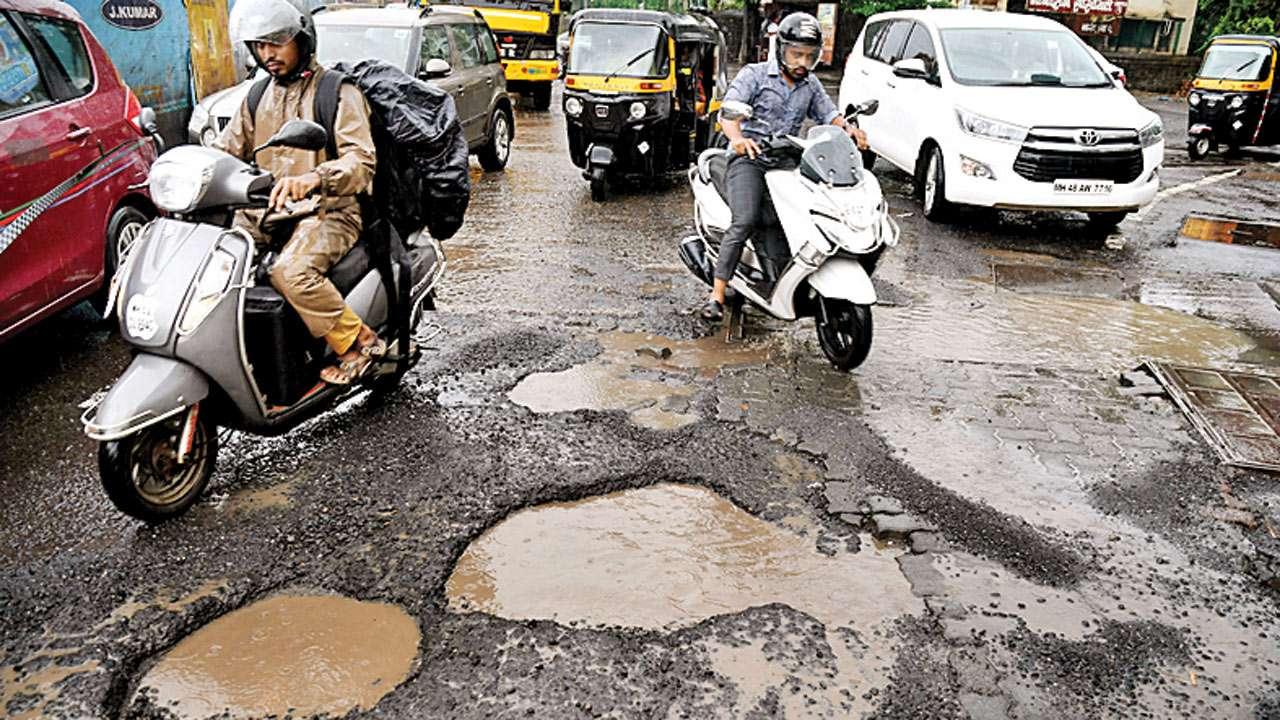 मुंबई, ठाणे, कल्याणमध्ये खड्यांचं साम्राज्य, कलाकार संतप्त