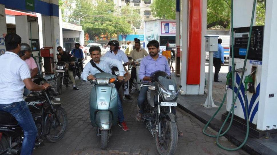 पेट्रोल - डिझेलच्या किंमतीत  घसरण