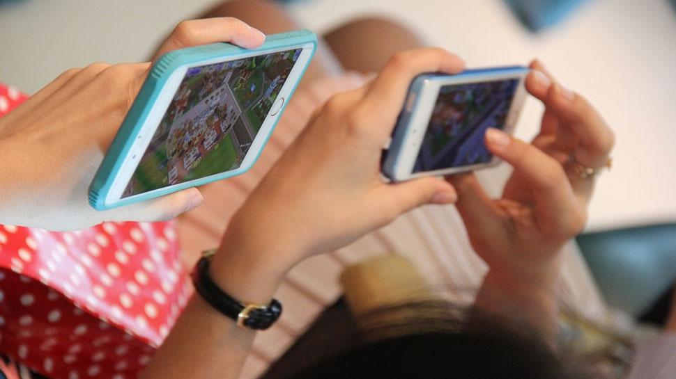 सावधान...मोबाईलमुळे संवाद हरवल्यानं डिवोर्सचं प्रमाण वाढलंय