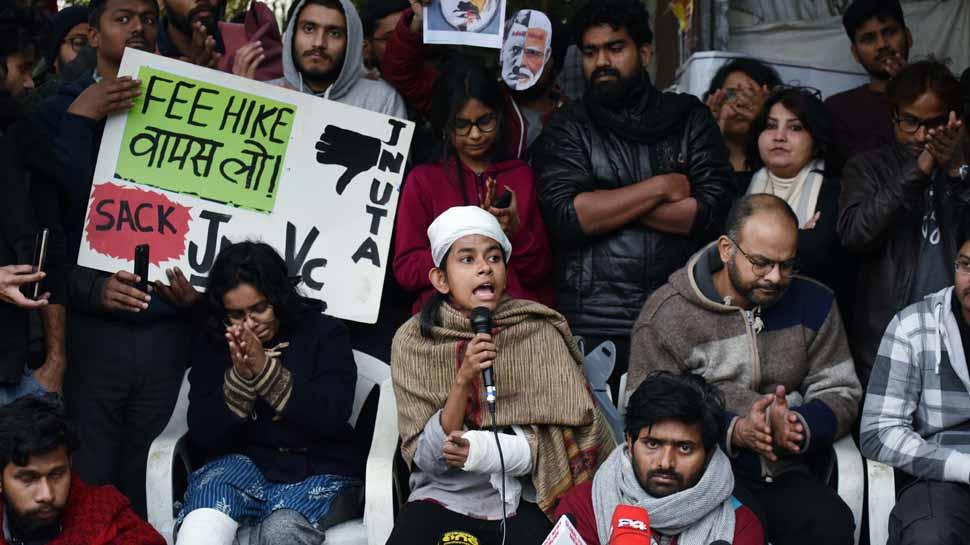 JNU हल्ला : आईशी घोषसह १९ जणांविरुद्ध गुन्हा दाखल