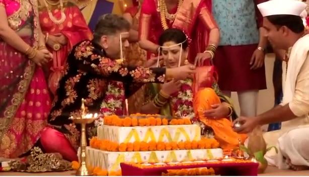 'अग्गंबाई...', लग्नबंधनात अडकल्या 'सासूबाई....'
