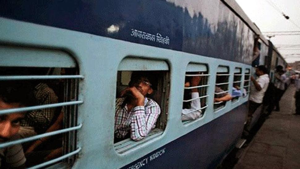 रेल्वेच्या तात्काळ तिकिटांवर दलालांचा डल्ला, एकाला अटक