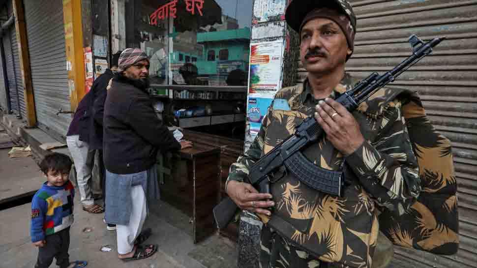 दिल्ली हिंसाचारातील बळींची संख्या ४२ वर, अनेकांना बंदुकीच्या गोळ्या
