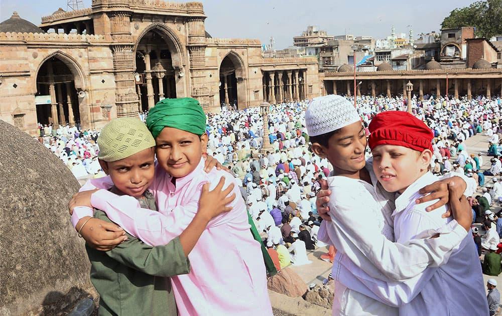 कोरोना संकटात ईद साजरी करण्याबाबत महत्वाचा निर्णय