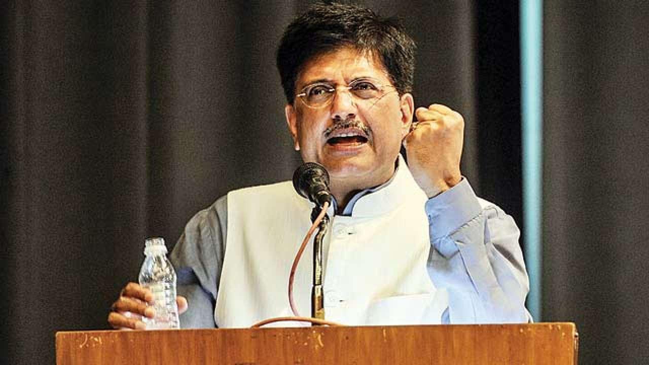 'बघा, इतकं सांगूनही महाराष्ट्र सरकारने अजूनही मजुरांची यादी दिली नाहीये'