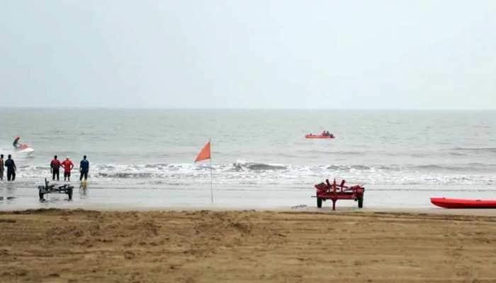 निसर्ग चक्रीवादळ ५० किमी दक्षिणेला सरकले, जहाजावरील १३ जणांना वाचवले