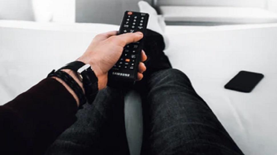 तुम्ही टीव्ही, मोबाईल सुरू ठेवून झोपताय? ही अत्यंत महत्वाची बातमी