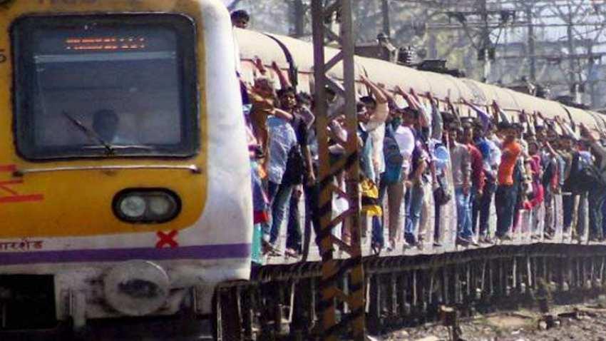 मुंबईतील लोकल ट्रेन लवकरच सुरु होणार? महाविकासआघाडीतील मंत्र्याकडून संकेत
