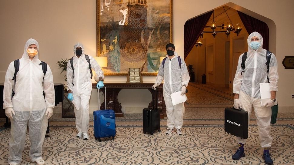IPL 2020: PPE किट घालून दुबईला पोहोचले इंग्लंड-ऑस्ट्रेलियाचे क्रिकेटर्स