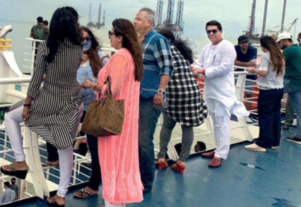 बोटीतून अलिबागला जाताना मास्क न घातल्यामुळे राज ठाकरेंना हजार रुपयांचा दंड