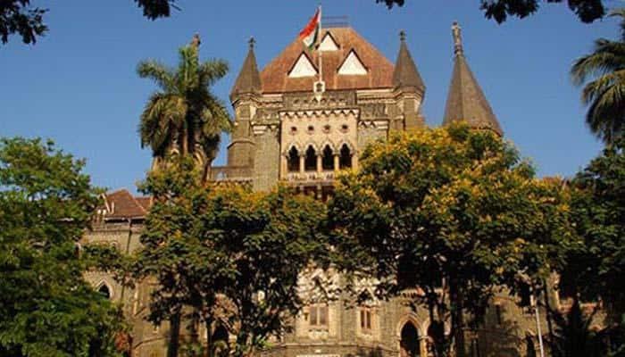 रेल्वेने महिला लोकल प्रवासाबाबत निर्णय घ्यावा, मुंबई हायकोर्टाची सूचना