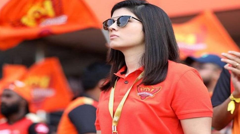 IPL 2021 : सनरायझर्स हैदराबादच्या 'मिस्ट्री गर्ल' ने लोकांची मने जिंकली, आयपीएल सामन्यात दिसणारी ही सुंदर मुलगी कोण?