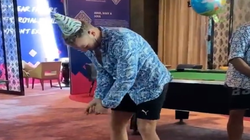IPL 2021: 'या' खेळाडूनं केली जोस बटलरच्या बॅटिंगची अॅक्टिंग, पाहा मजेशीर व्हिडीओ