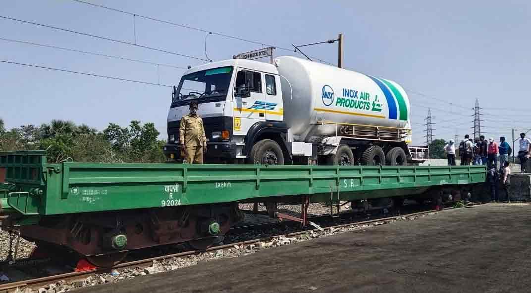 केंद्राकडून महाराष्ट्रात येणारा 50 मेट्रीक टन ऑक्सिजन साठा कर्नाटकच्या मुख्यमंत्र्यांनी रोखला