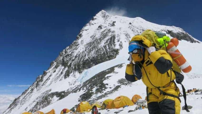 वय वर्ष 51, जगातील सर्वात उंच शिखर माउंट एव्हरेस्ट 25 वेळा सर करत नोंदवला विक्रम