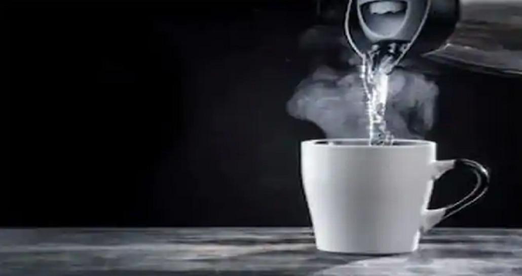 गरम पाणी पिऊन, आंघोळ करून कोरोना व्हायरस जातो का? सोबत पाहा योग्य आहार