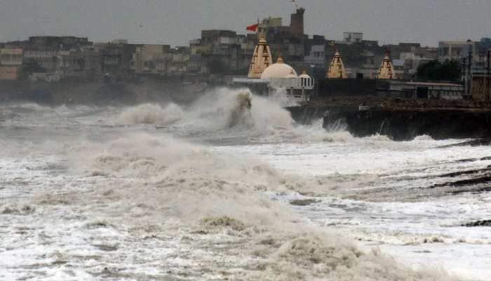 Cyclone: काही तासात धडकणार 'तौक्ते' चक्रीवादळ, गृहमंत्रालयाकडून सतर्कतेचा इशारा