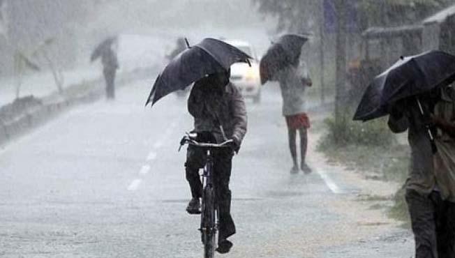 मुंबईत रात्रीपासून जोरदार पाऊस, 10 दिवसांतच महिनाभराचा पाऊस बरसला