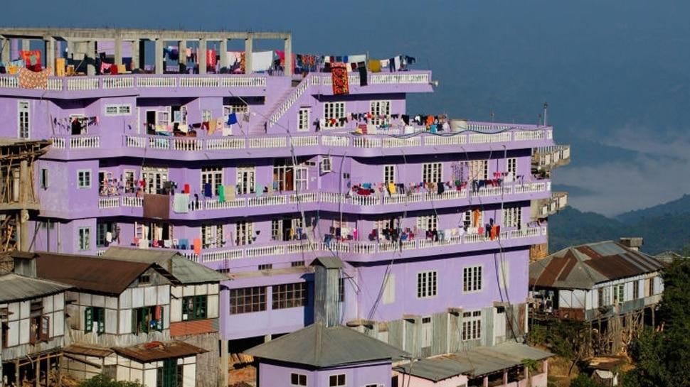 एकाच इमारतीत संपूर्ण कुटुंब राहतो