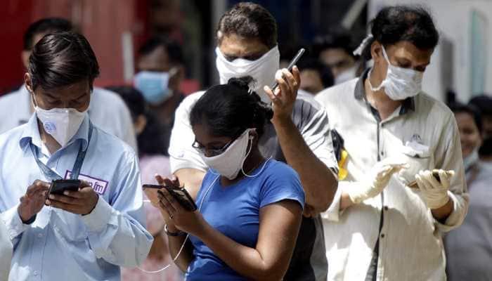 CORONA ALERT : 'स्वत: डॉक्टर बनू नका' केंद्र सरकारकडून नवी गाईडलाईन्स जारी