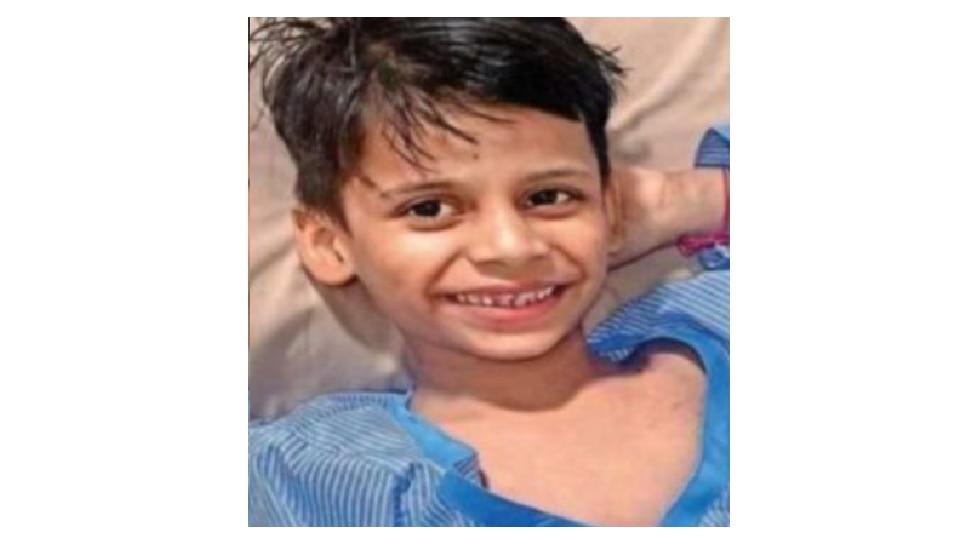 ६ वर्षाच्या मृत मुलाला कवटाळून आईचा जीवघेणा हंबरडा...आणि नियतीनेही मागे वळून पाहिलं...