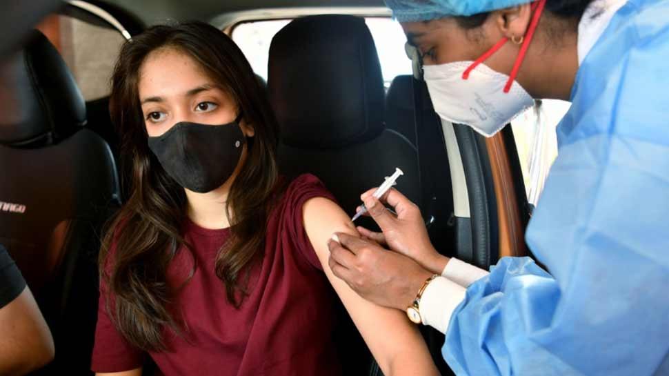 Corona Vaccineमुळे पुरूष होतात नपुंसक तर महिलांना येतं वंधत्व? पाहा काय आहे सत्य