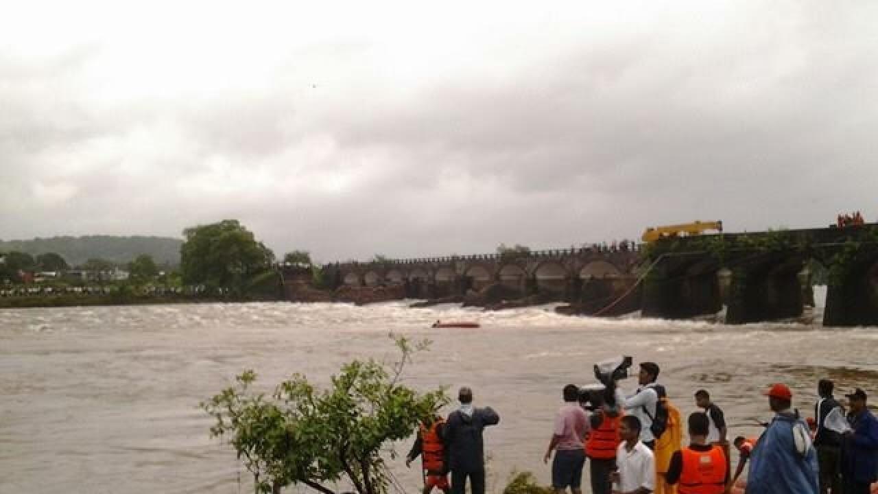 सावित्री नदीने पुन्हा ओलांडली धोक्याची पातळी, महाडसाठी धोक्याची घंटा