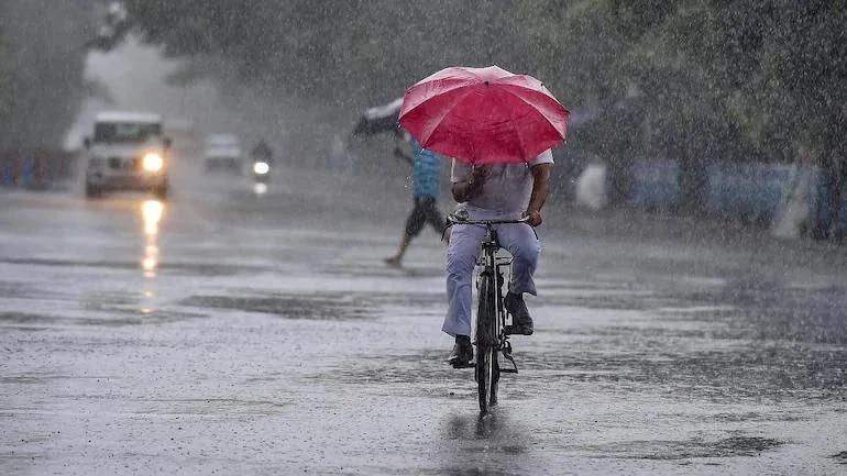 सावधान! या जिल्ह्यांमध्ये मुसळधार पावसाचा हवामान विभागाचा इशारा