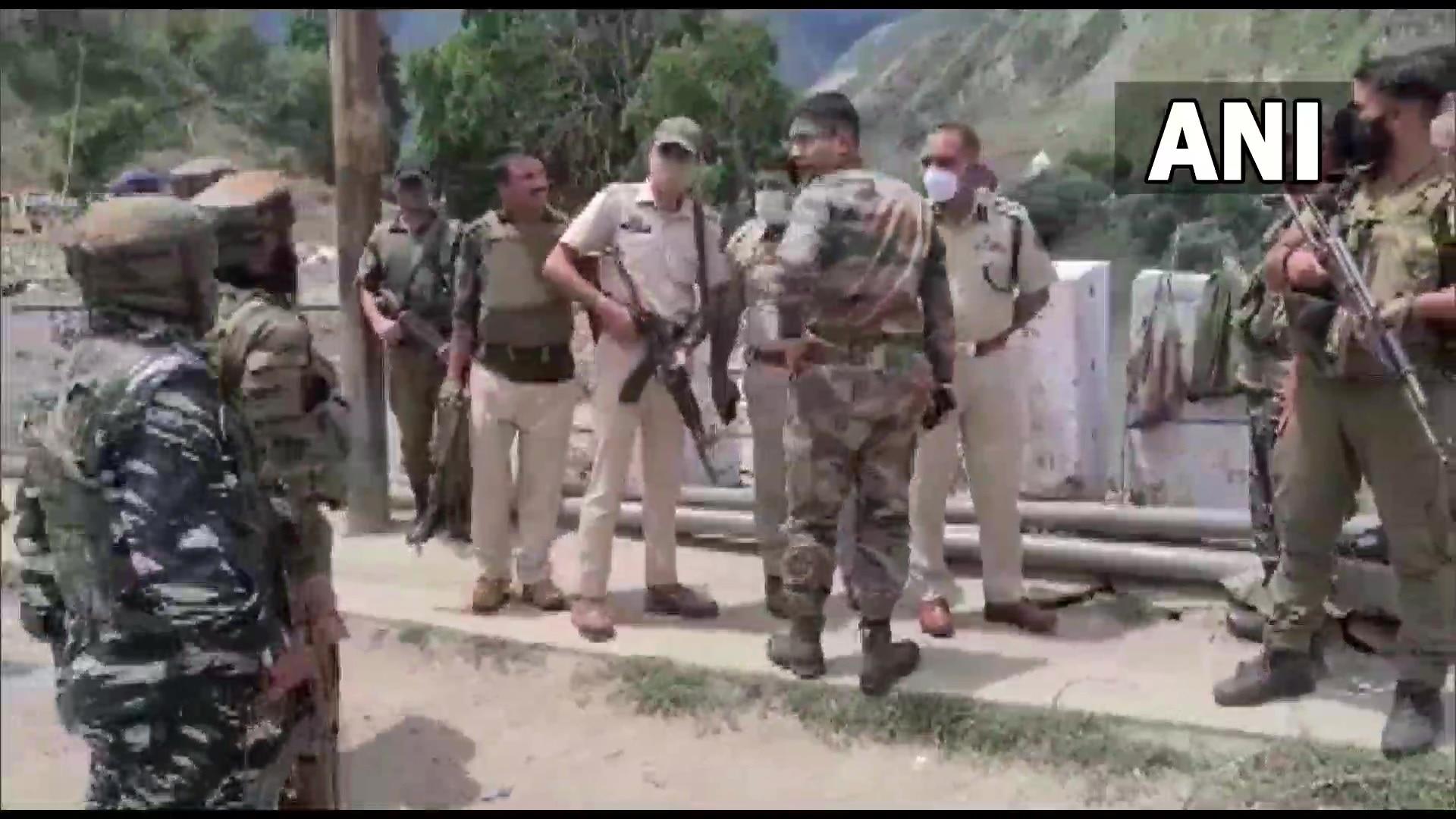 जम्मू-काश्मीरमध्ये CRPF टीमवर ग्रेनेड हल्ला, जवानांसह नागरिक जखमी