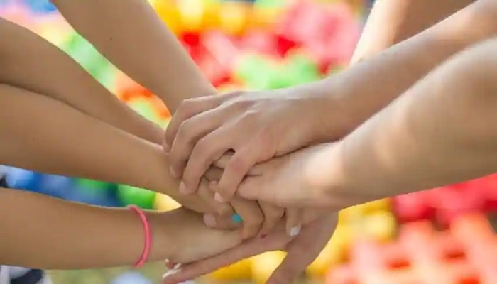 Friendship Day:  नोकरीवर पाणी सोडत तीन मित्रांनी सुरू केला व्यवसाय; आज कमवतात एवढे पैसे